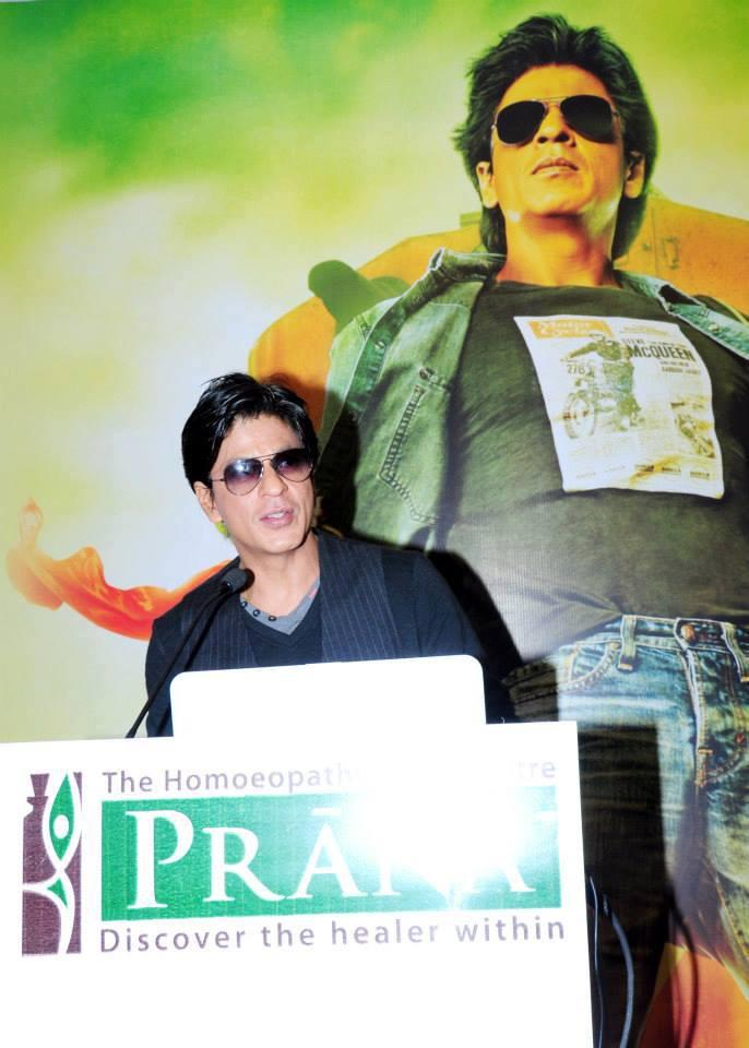 SRK Addresses The Media And Public During The Launch Of Prana Yoga Centre In Pune