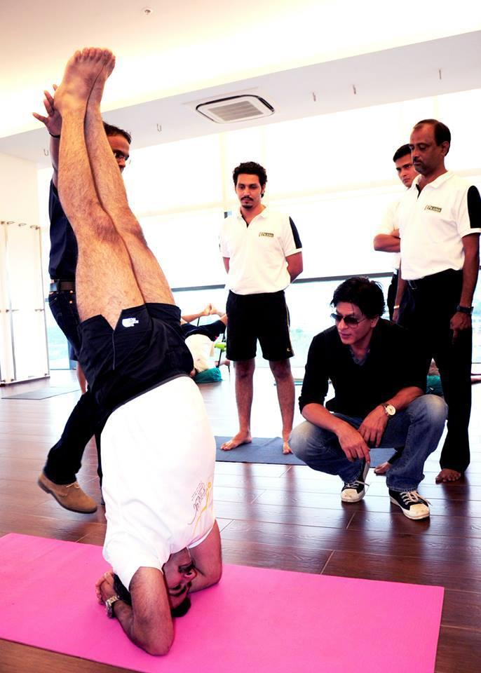 SRK Noticed A Yoga Pose At Prana Yoga Centre In Pune