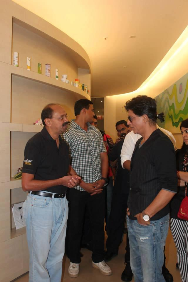 SRK Spotted At Prana Yoga Centre In Pune