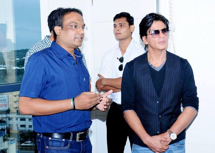 SRK Stunning Handsome Look At Prana Yoga Centre In Pune