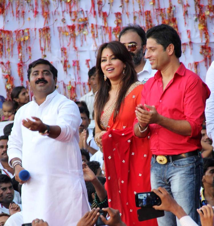 Mahima Chaudhry Participated At MLA Ram Kadam's Dahi Handi Celebration