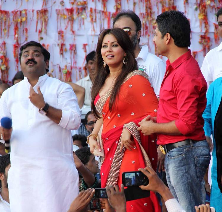 Mahima Chaudhry Present At MLA Ram Kadam's Dahi Handi Celebration