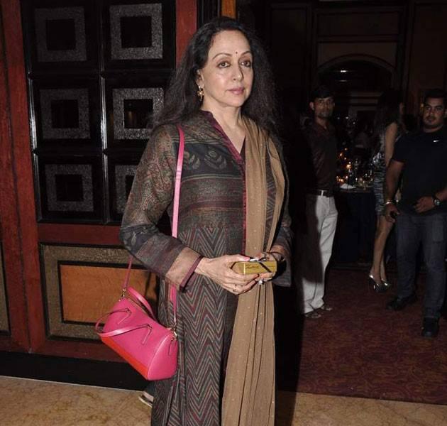 Hema Malini  Attended Kajol Sister Tanisha Stage Debut
