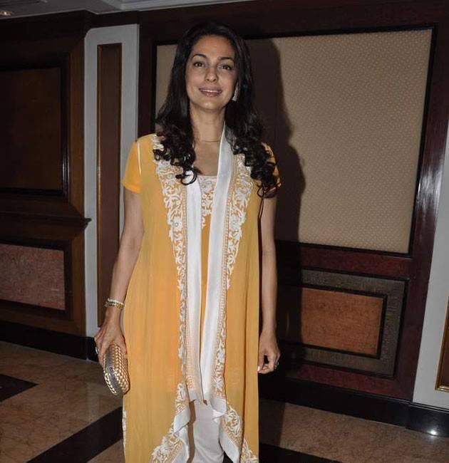 Juhi Chawla Smilimg Pic At Kajol Sister Tanisha Stage Debut