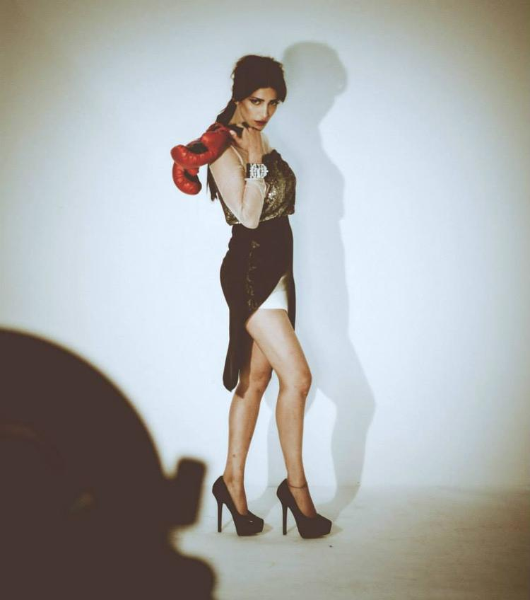 Shruti Haasan Latest Spicy Pose Photo Shoot For Filmfare Issue 2013