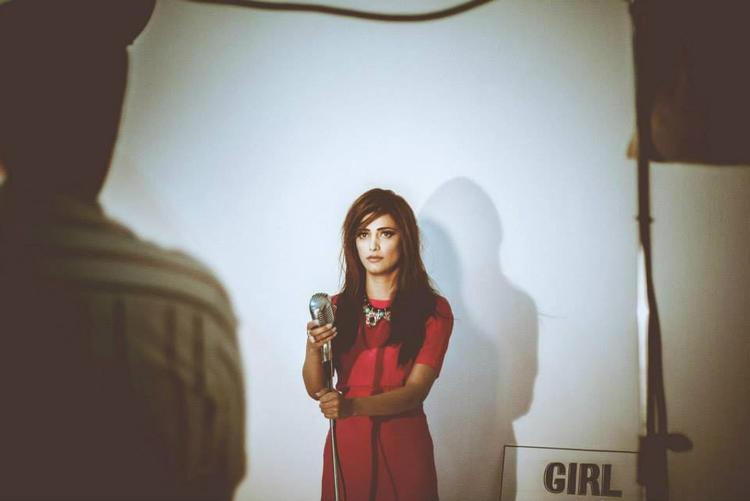 Shruti Haasan Red Dress Beauty Still Behind The Scene Of Filmfare 2013
