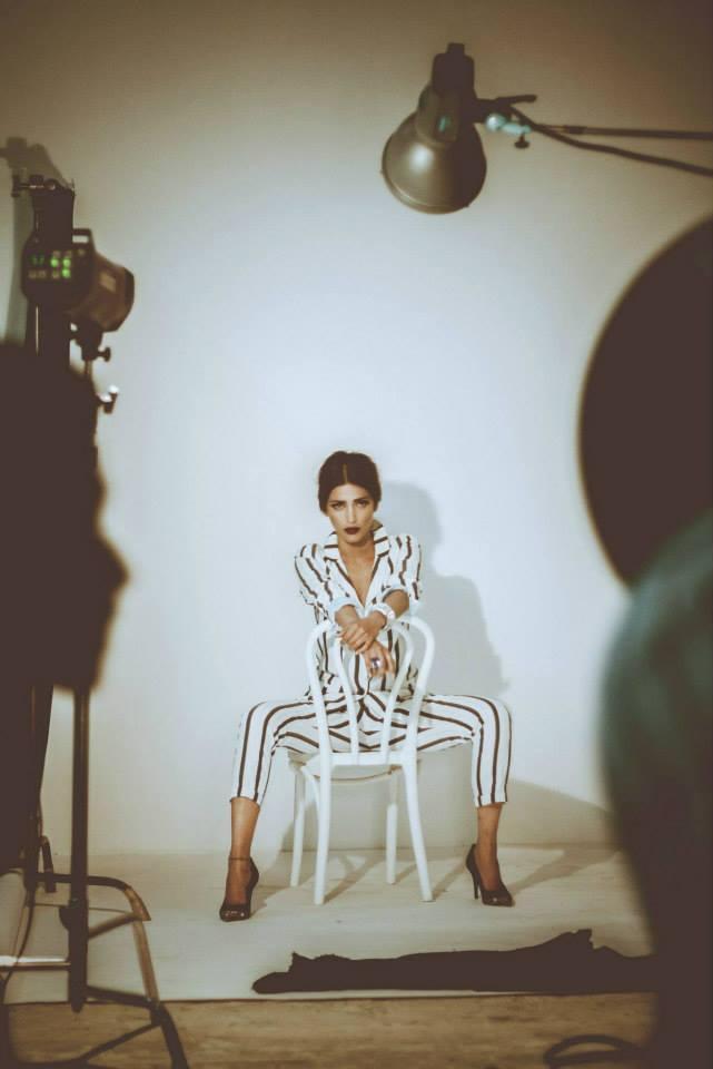 Stylist Diva Shruti Haasan Behind Scene Hottest Pic For Filmfare