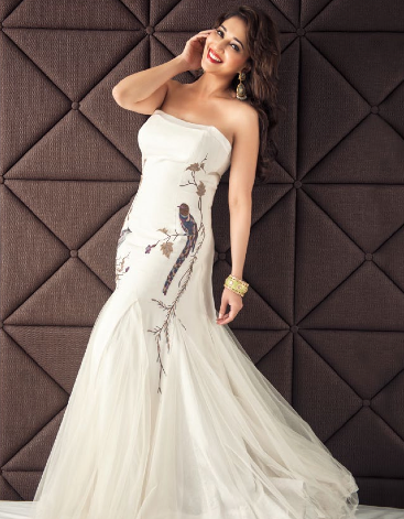 Pretty Madhuri Dixit Strapless Gown Nice Beauty Still For Hi! BLITZ