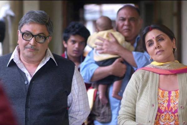 Rishi Kapoor And Nitu Kapoor Cute Pose Still From The Movie Besharam
