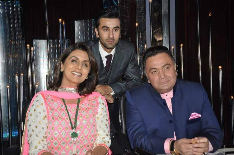 Neetu,Ranbir And Rishi Smiling Look During The Promotion Of Besharam On The Sets Of Jhalak Dikhla Jaa 6