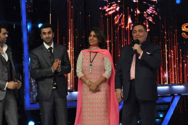 Ranbir With Mom Neetu And Dad Rishi On The Sets Of Jhalak Dikhla Jaa 6 During The Promotion Of Besharam