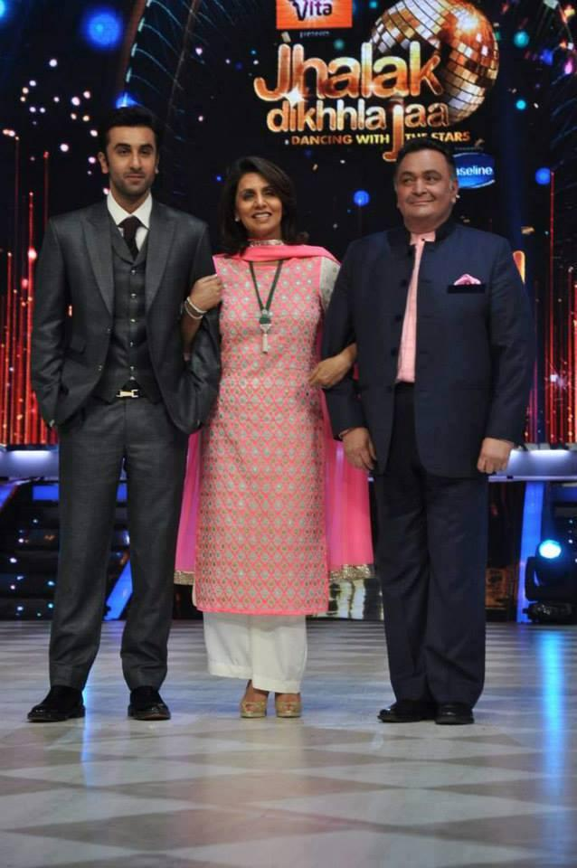 Ranbir,Neetu And Rishi Posed For Camera During The Promotion Of Besharam On The Sets Of Jhalak Dikhla Jaa 6