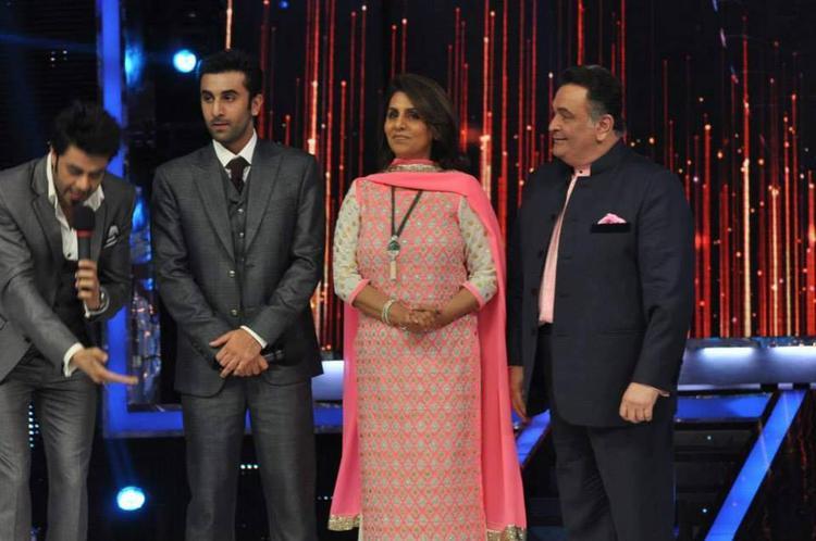 Ranbir,Neetu And Rishi Posed On The Sets Of Jhalak Dikhla Jaa 6 During The Promotion Of Besharam