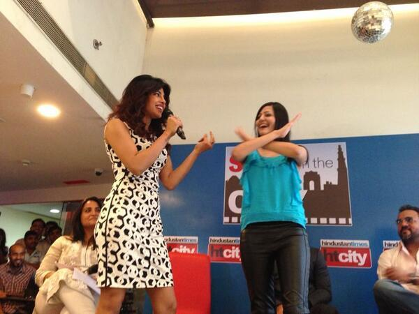 Priyanka Chopra Cool With A Fans During The Promotion Of Zanjeer At Hindustan Time's Stars In The City