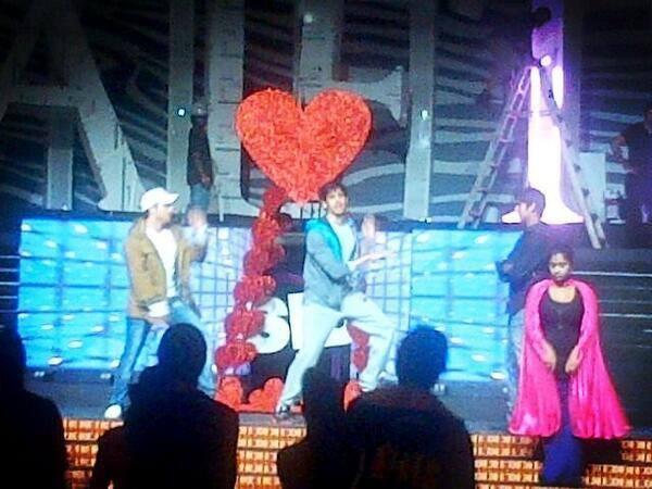 Sidharth Malhotra Practice At SAIFTA 2013 Rehearsals