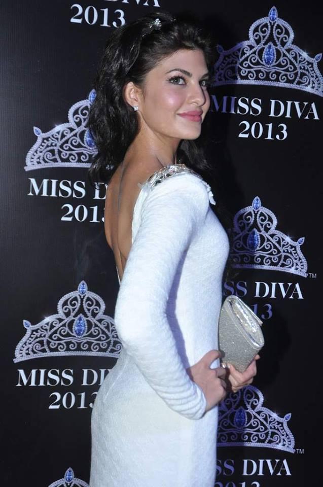 Jacqueline Fernandez Back Bare Still In White Dress At Miss Diva 2013 Contest