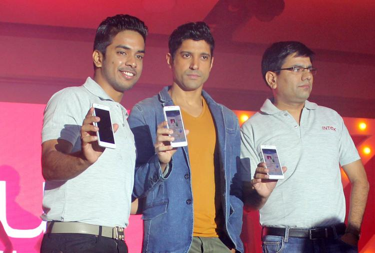 Bollywood Actor Farhan Akhtar Unveiled Intex Aqua I7 Smartphone In Mumbai