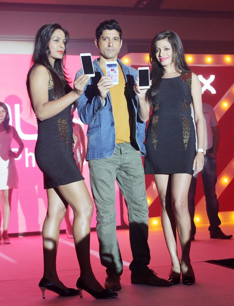 Farhan Akhtar Launches Intex Aqua I7-The Next Generation Elite FHD Smartphone