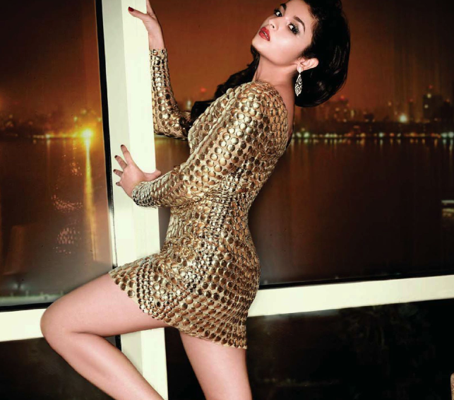Alia Bhatt Sexy Pose Glamour Still For Hello India September Magazine 2013