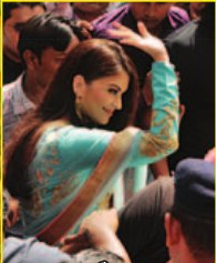 Aish Looks Absolutely Ethereal And Meet Her Fans In Surat