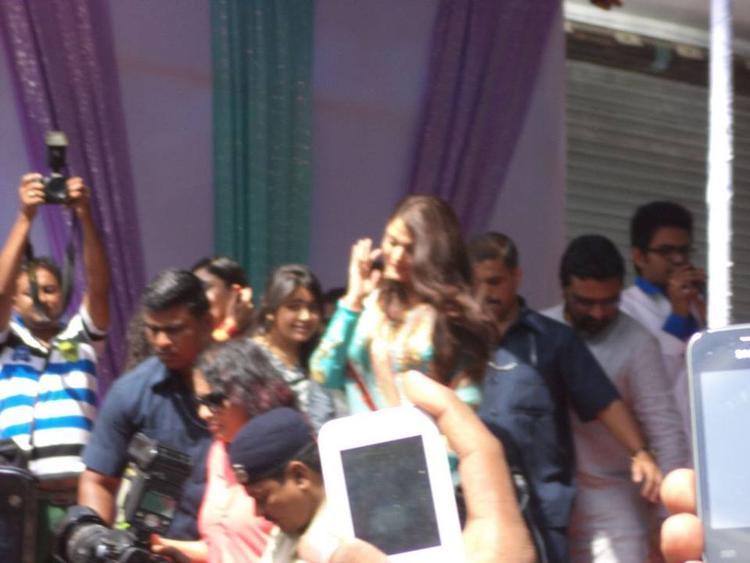 Aishwarya Rai Bachchan Snapped At Surat To Inaugurates Kalyan Jewelers