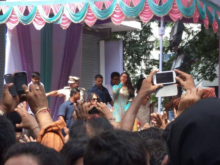 Aishwarya Rai Speaks During The Inauguration Of Kalyan Jewelers