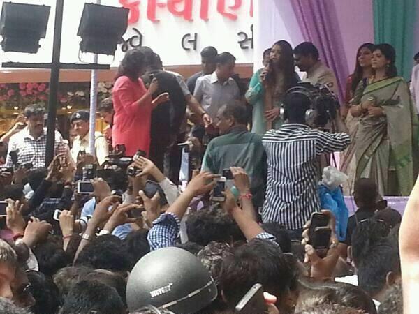 The Inauguration Of Kalyan Jewelers Aishwarya Rai Public Pic