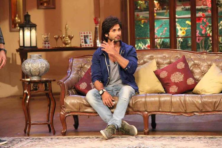 Shahid Kapoor Nice Look During The Promotion Of PPNH On The Sets Of Comedy Nights With Kapil