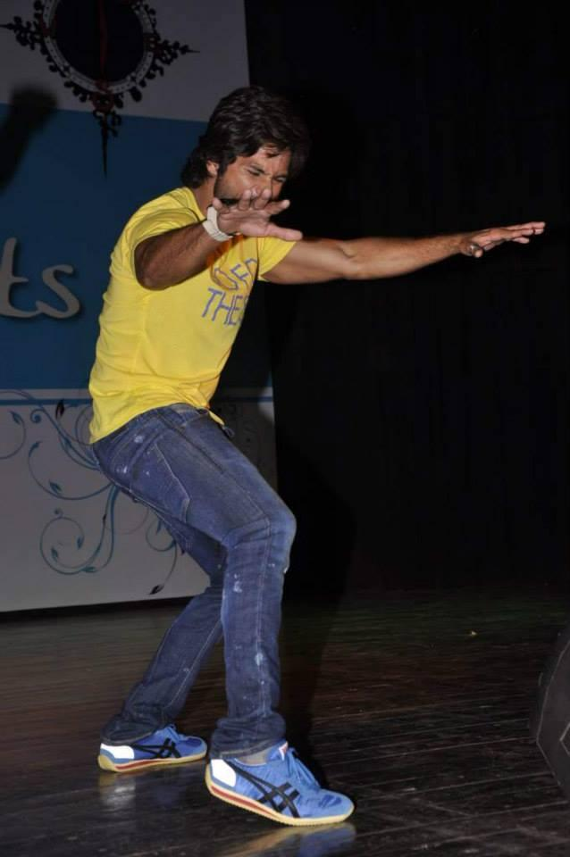 Shahid Kapoor Danced During The Promotion Of PPNH Film At Sophia College Festival