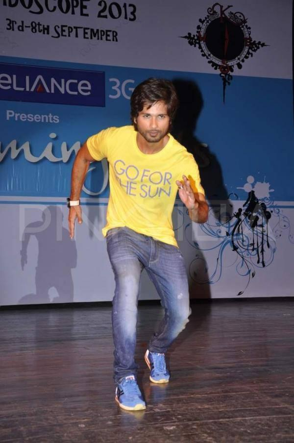 Shahid Kapoor Rocked On The Stage During The Promotion Of PPNH Film At Sophia College Festival