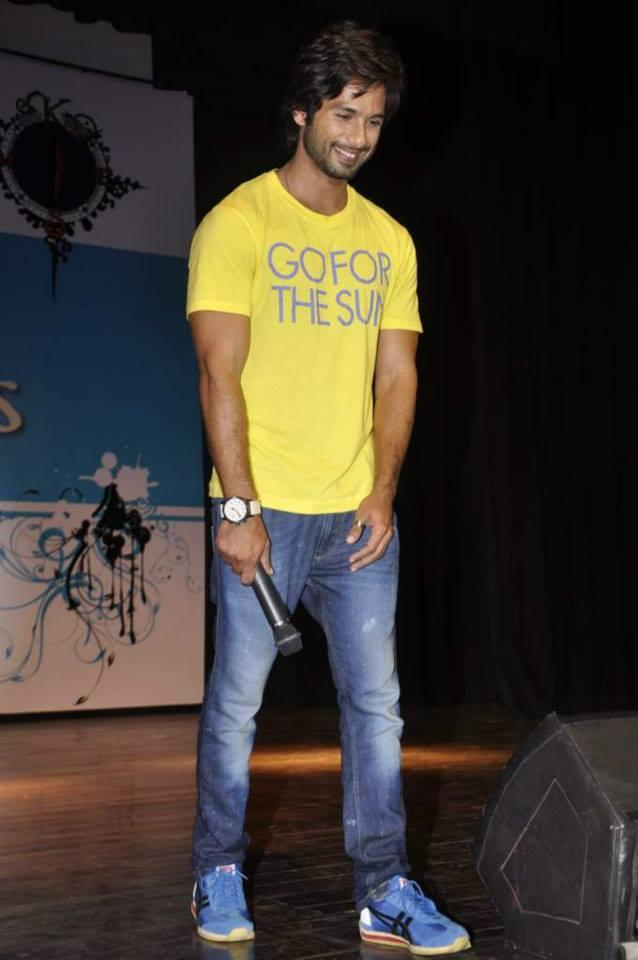 Shahid Kapoor Smiling Look At Sophia College Festival During The Promotion Of PPNH Film