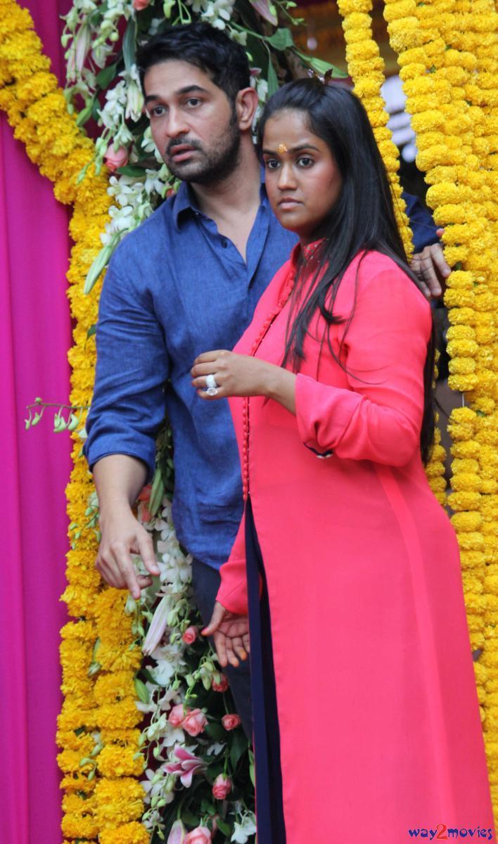 Arpita Khan Posed At Arpita's Ganpati Celebrations 2013