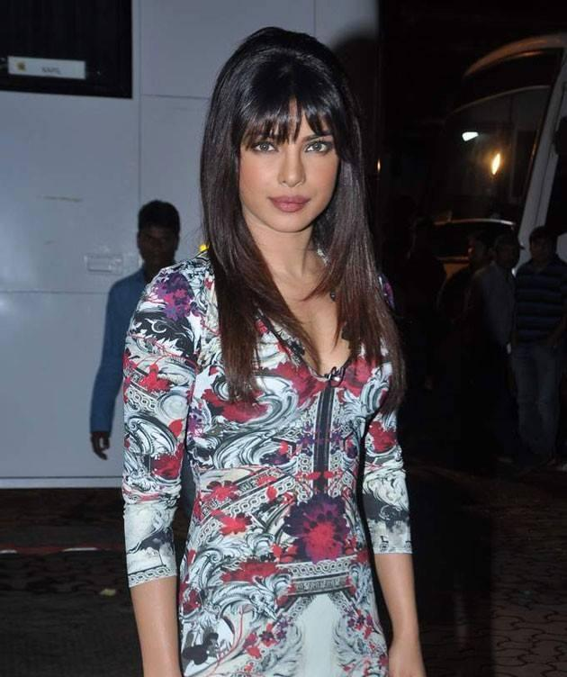 Priyanka Chopra Stylish Look On The Sets Of Comedy Nights With Kapil