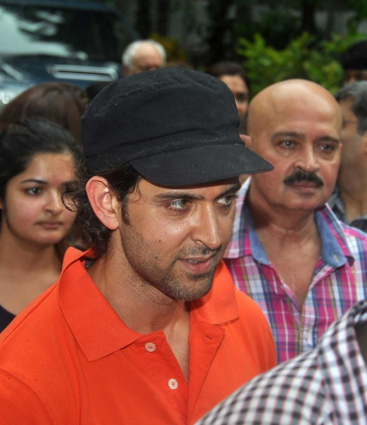 Hrithik And Rakesh Celebrate Ganpati Visarjan