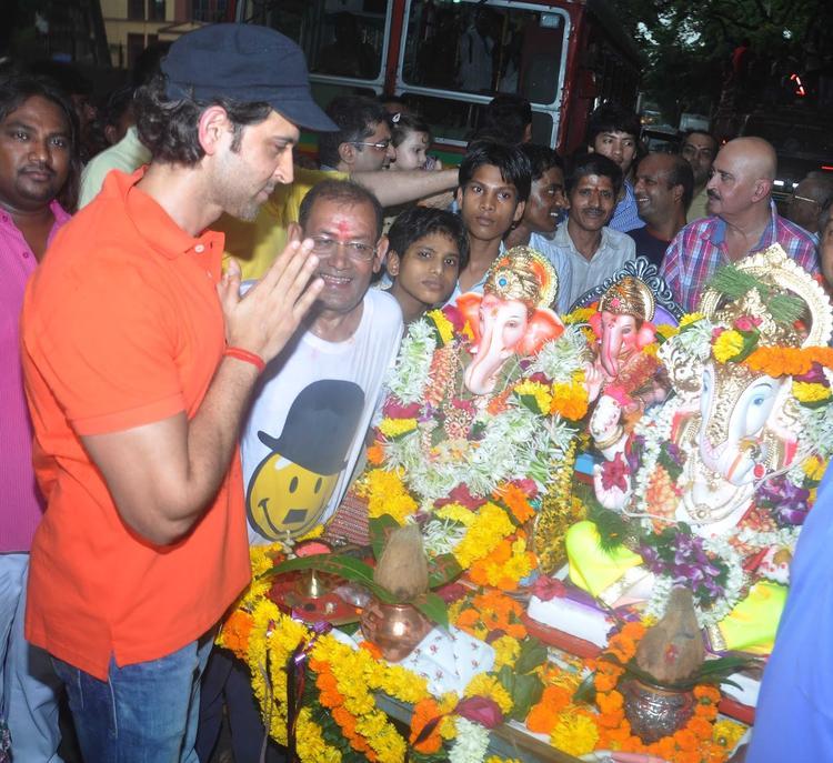 Hrithik Roshan Observe Ganpati Visarjan Celebrations