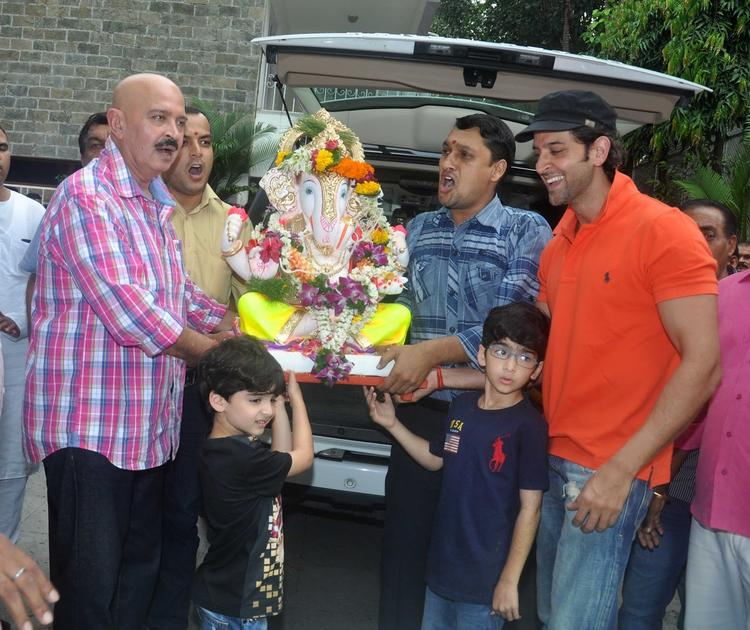 Roshan Family At His Ganpati Visarjan Celebrations