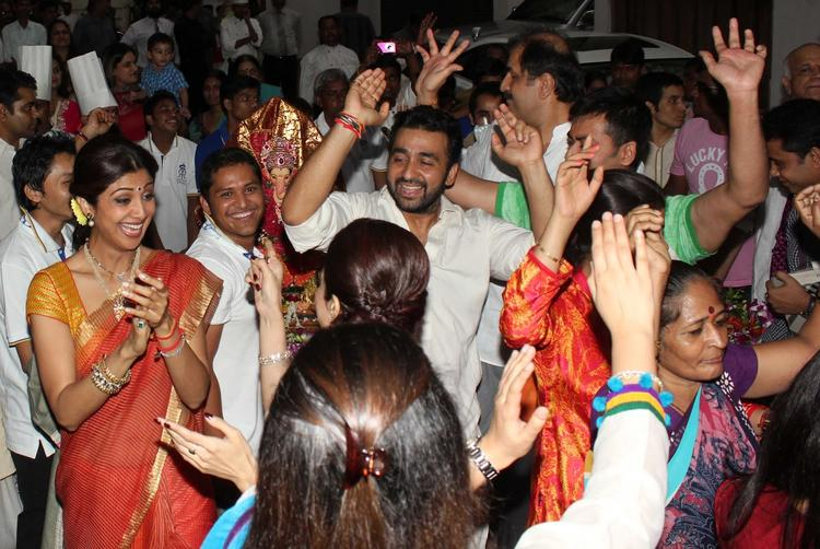 Bollywood Couple Danced Shilpa And Raj At Their Ganapati Visarjan Procession