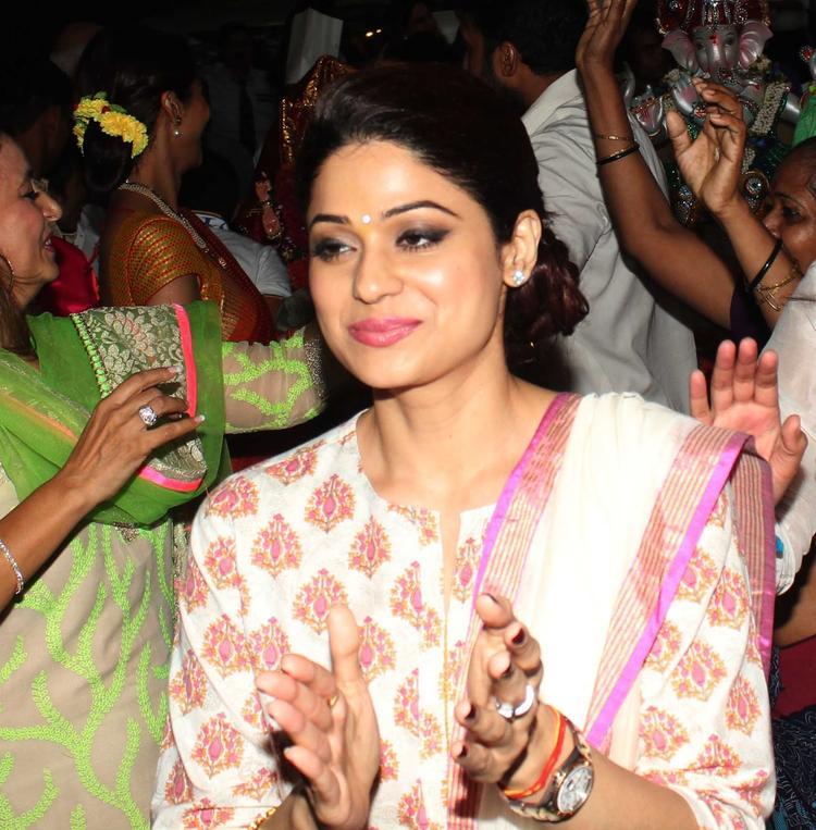 Shamita Shetty Dazzling Look At Her Sister Shilpa Shetty's Ganesha Visarjan Procession