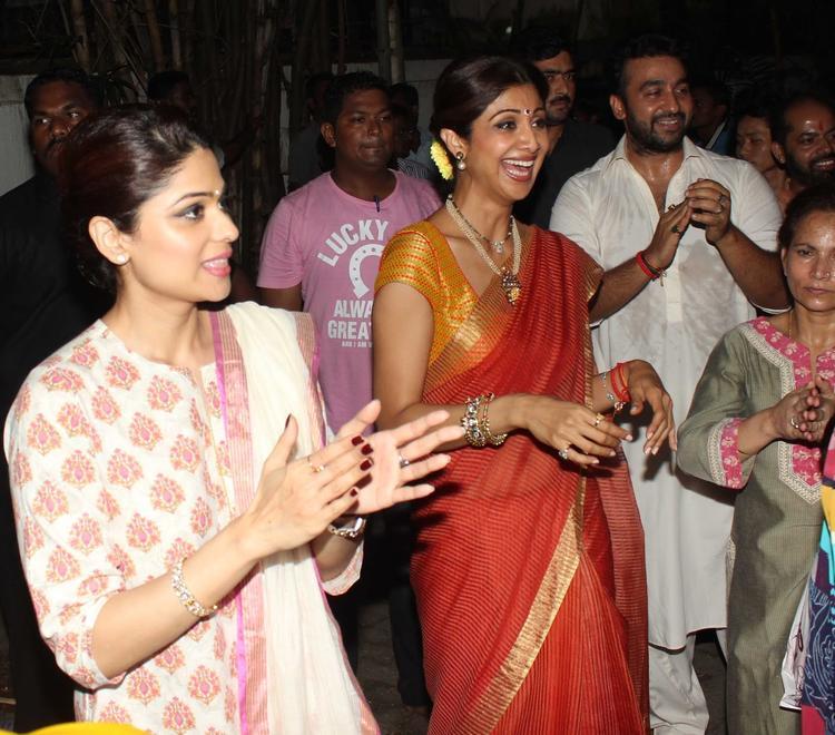 Shilpa And Shamita Smiling At Shilpa Shetty's Ganapati Visarjan Procession