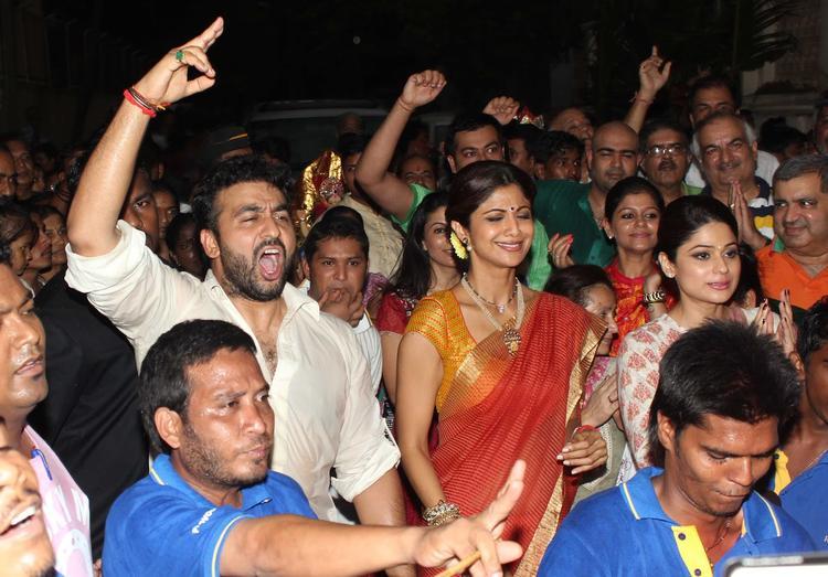 Shilpa, Raj And Shamita In The Ganpati Procession