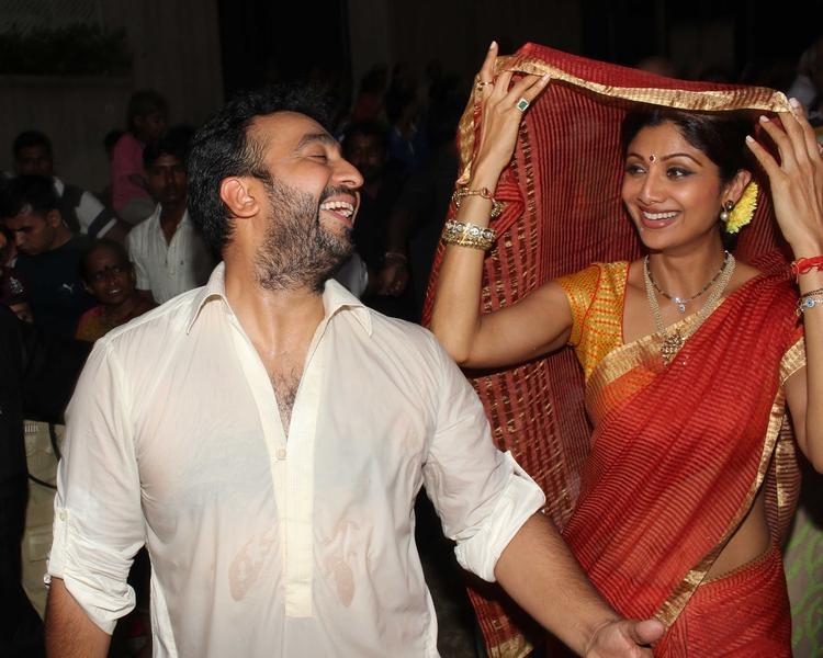 Shilpa Shetty Covers Her Head With Sari As She Accompanies Husband Raj Kundra For The Ganpati Visarjan