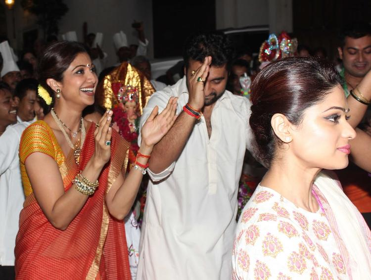 Shilpa Shetty Dances Along With Husband Raj Kundra And Sister Shamita Ahead Of The Visarjan
