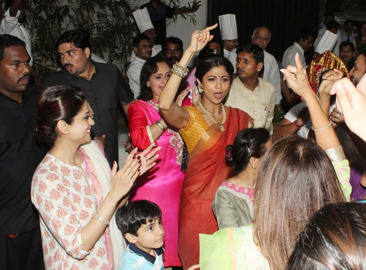 Shilpa Was Joined By Her Younger Sister Shamita Shetty For The Ganesh Visarjan