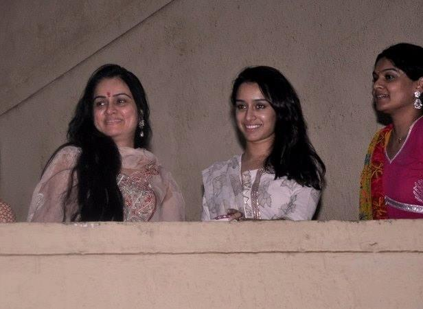 Aashiqui 2 Actress Shraddha Watching The Procession From Her Home With Aunt Padmini