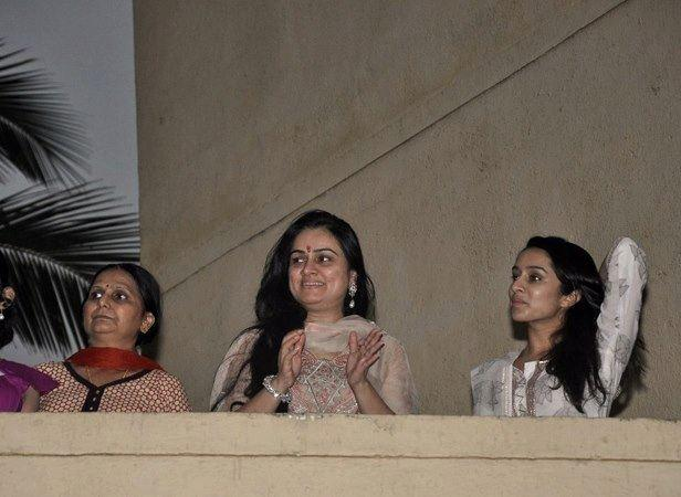 Padmini And Shraddha Enjoy The Ganapati Procession From Her Balcony