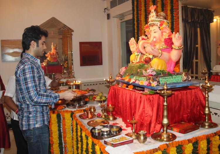 Tusshar Kapoor Nice Look During The Ganesh Chaturthi At His Residence