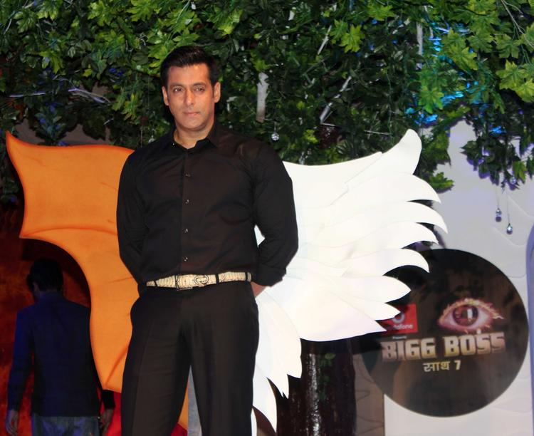Salman Khan Posed For Camera At Bigg Boss 7 Press Launch Event
