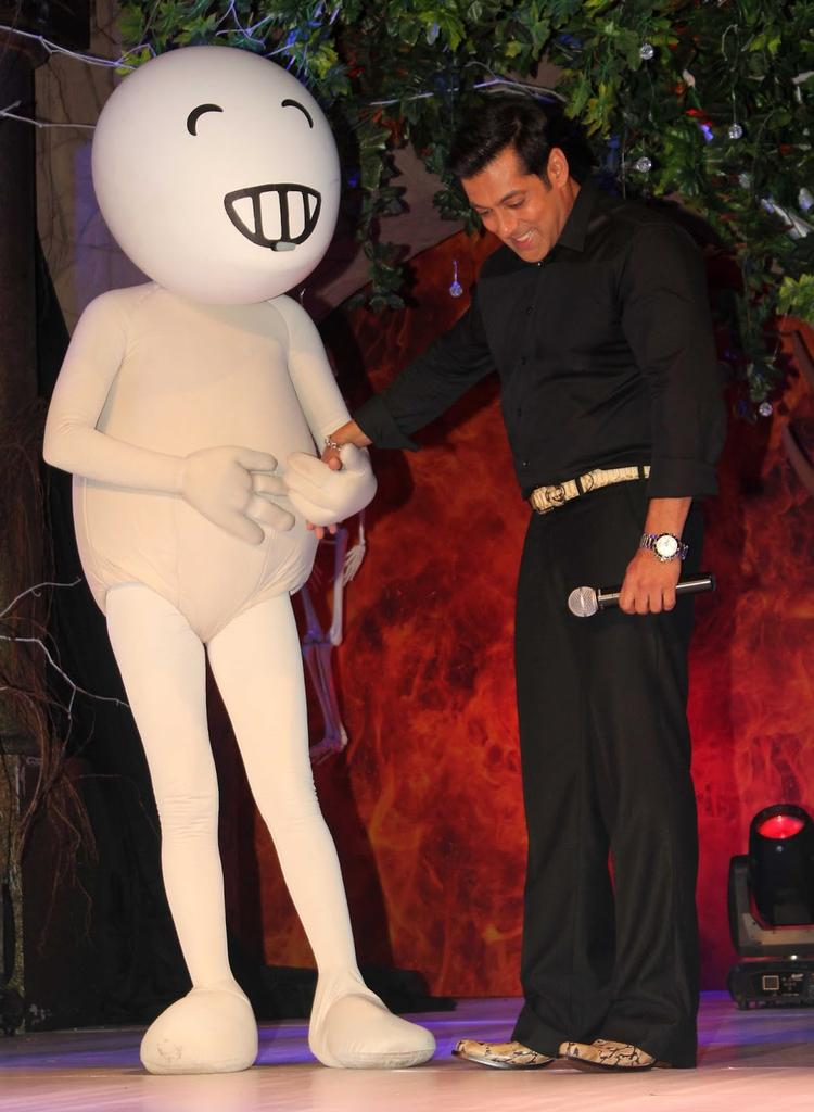 Salman Khan Smiling Look With Vodafone Zoozoo During The Press Launch Of Bigg Boss 7