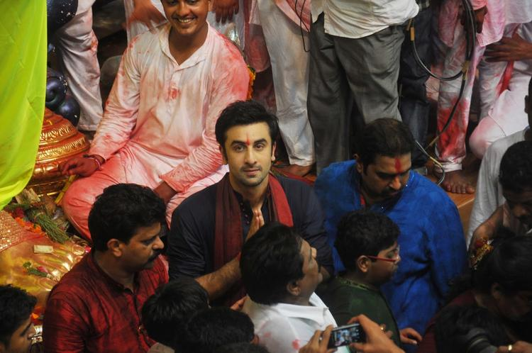 Ranbir Has Eyes Only For His Fans And The Cameras, Whereas Shankar Seems Too Preoccupied With The Happenings