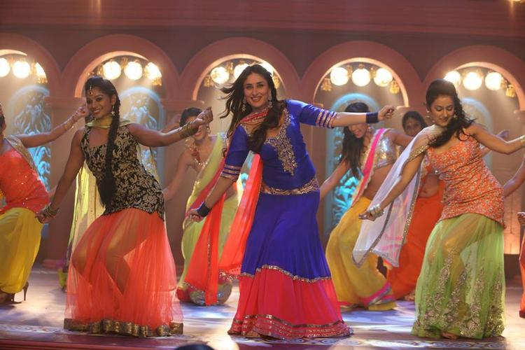 Kareena Kapoor Dancing Pic On A Song From GTPM Movie